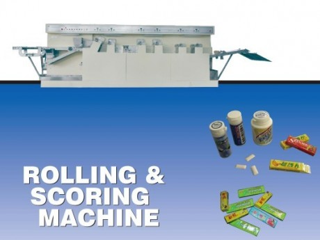 Rolling scoring machine for chewing gum or chiclets